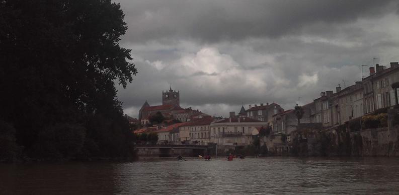 saint savinien; taillebourg; port d'envaux; charente maritime; kayak